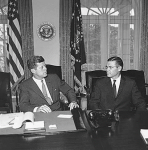 Kennedy et Robert Mac Namara oct 1962
